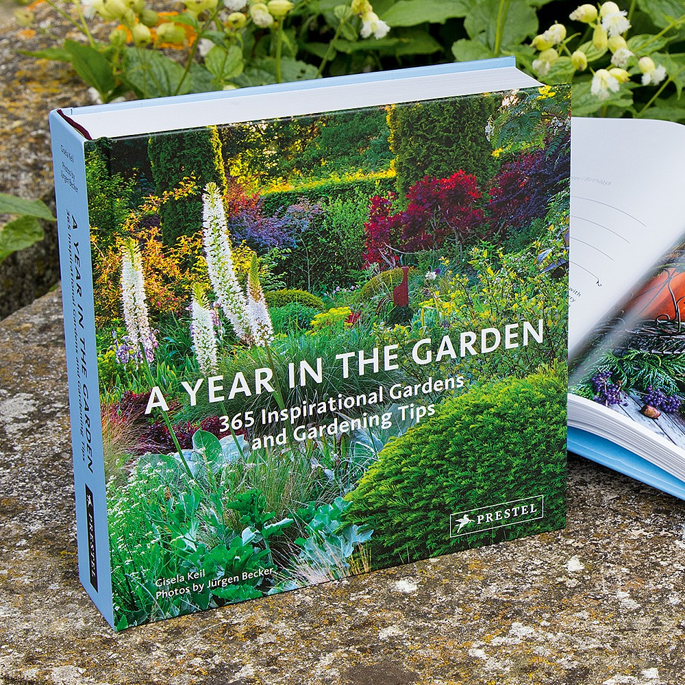 Livre A Year in a Garden   Museum Selection France 4532c481688